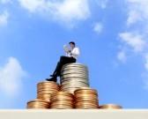 31476124-hombre-de-negocios-exitoso-de-trabajo-y-con-la-pc-tableta-digital-en-el-crecimiento-monetario-escale
